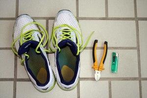 Grundausstattung: Schuhe, Seitenschneider, Feuerzeug, 5 Minuten Zeit
